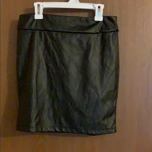 Juniors medium black faux leather skirt